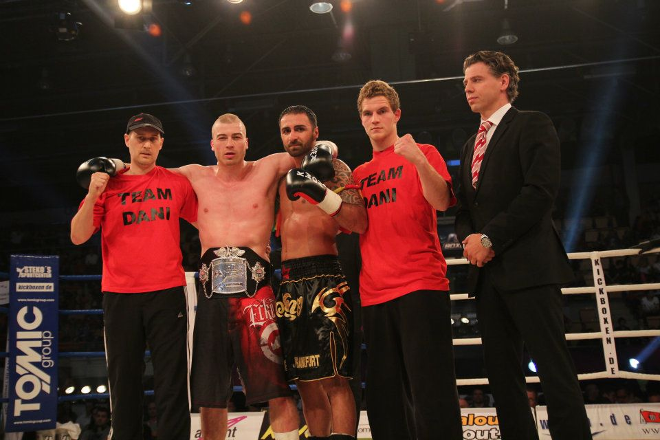 Drrer mit seinem Team und WKA Prsident und Trainer Klaus Nonnemacher (r.). (Foto: Giuseppe De Mitri)