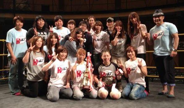 Die beteiligten Kämpferinnen und Trainer/-innen von Jewels 19th Ring. (Foto: Ayaka Hamasaki Facebook)