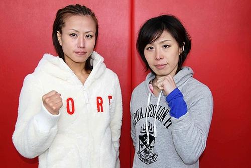 Der Hauptkampf: Mika Nagano (l.) vs Emi Fujino (r.). (Foto: Jewels Blog JP)