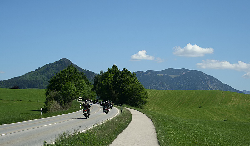 http://www.abload.de/img/05.06.10_bikerwuay.jpg