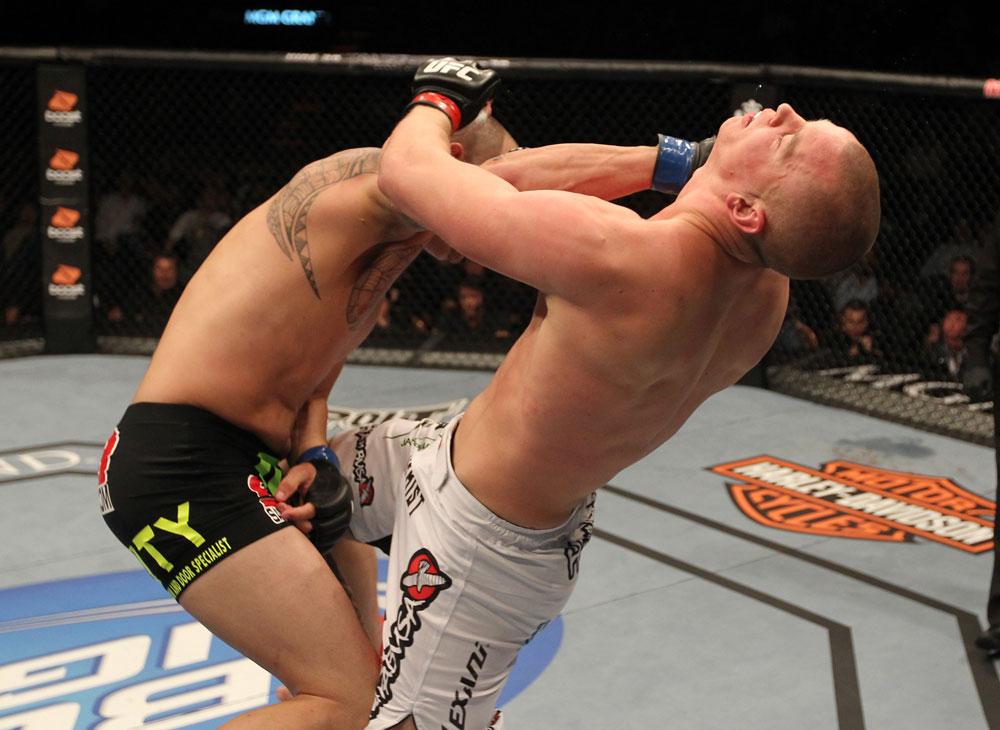 Browne trifft Struve hart (Foto via UFC.com)