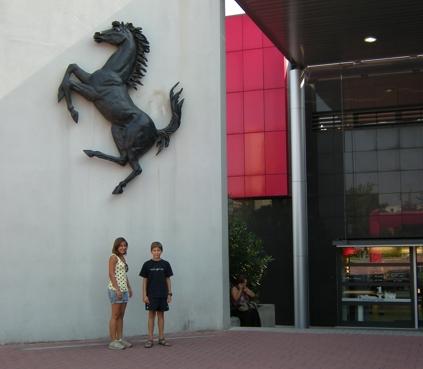 Eingang in die Ferrari-Welt