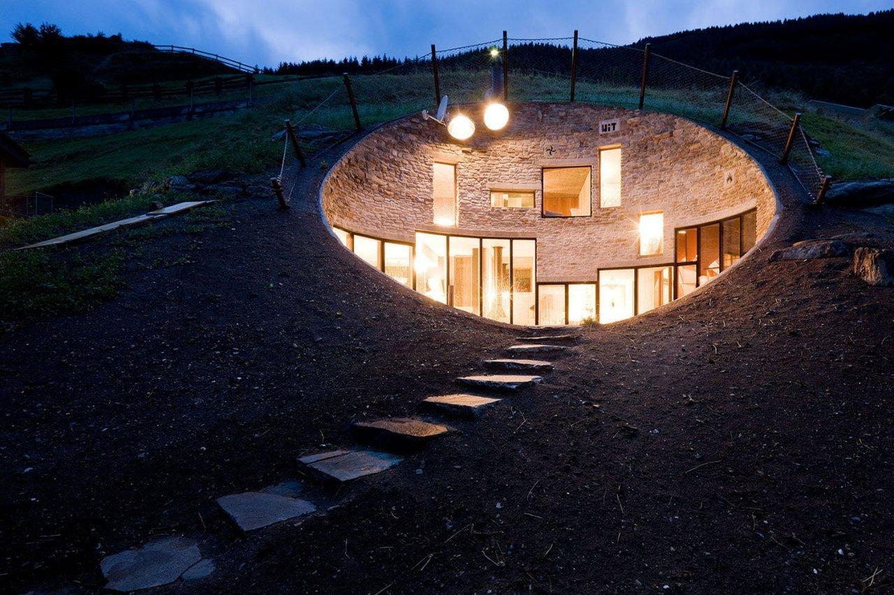 Dom we wzgórzu 2