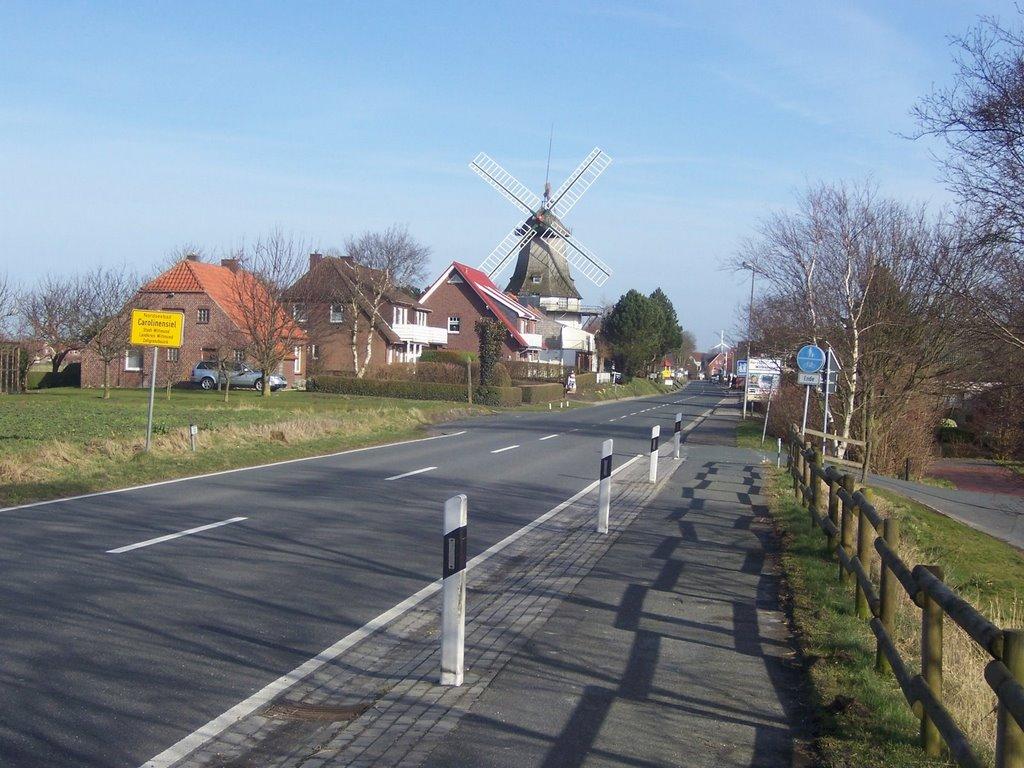 NORDSEEBAD CAROLINENSIEL, Die Mühlenstrasse aus Richtung Neuharlingersiel