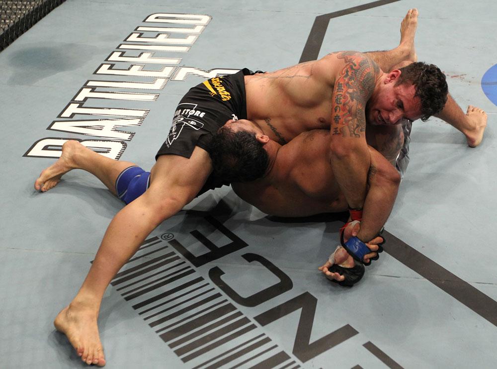 Mir hat Nogueira im Kimura. (Foto: UFC.com)