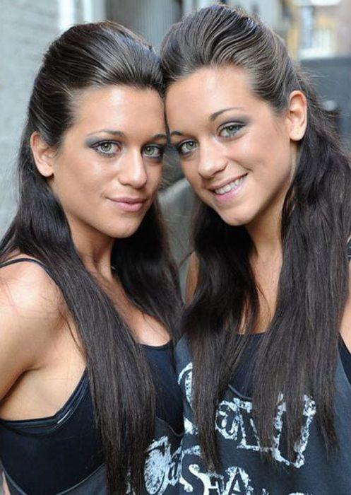 Gorące bliźniaczki 1