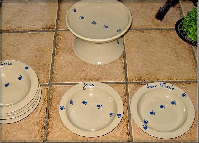 keramik im hof keramik f r katzen trinkbrunnen n pfe katzen forum bergkatzen. Black Bedroom Furniture Sets. Home Design Ideas