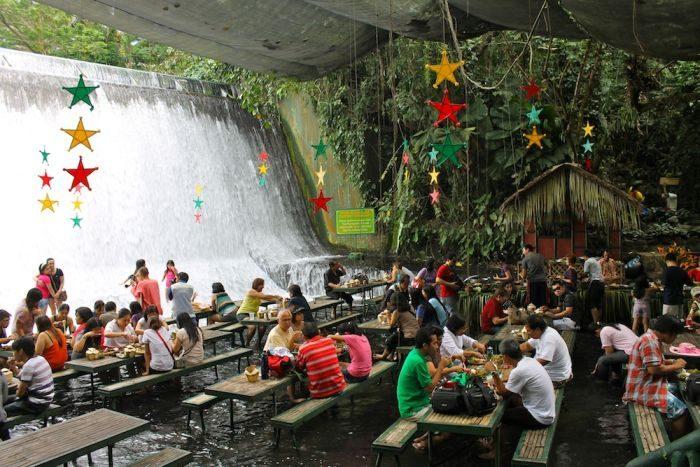 Restauracja pod wodospadem 8