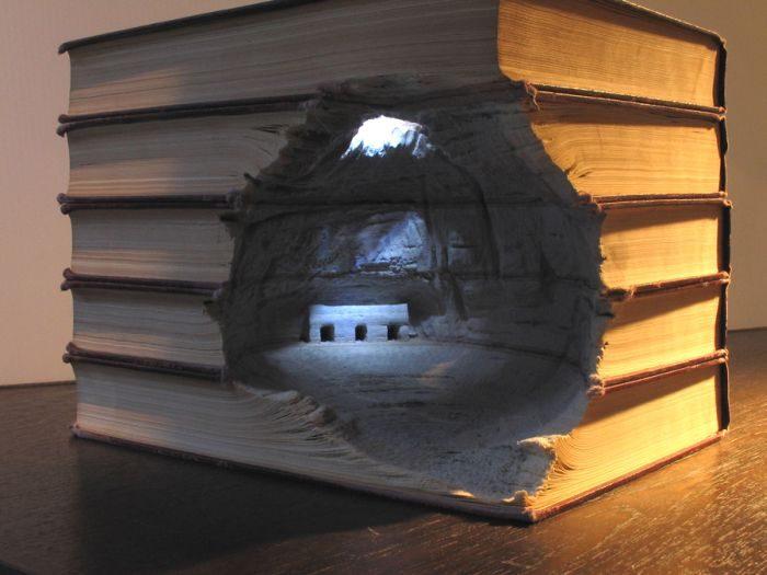 Rzeźby w książkach 2