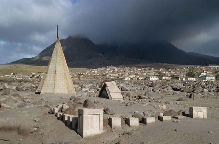 Miasto po erupcji wulkanu 40