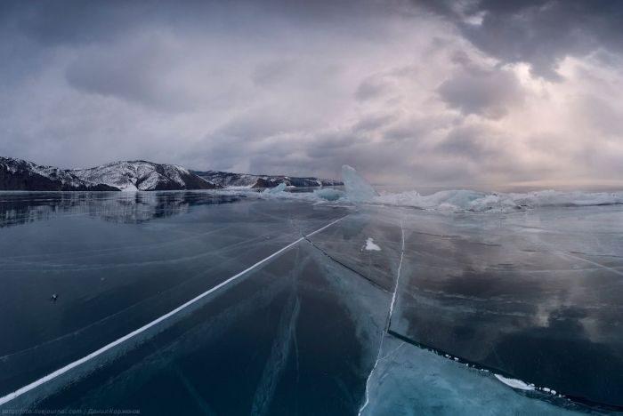 Zamarznięte jezioro Bajkał 26