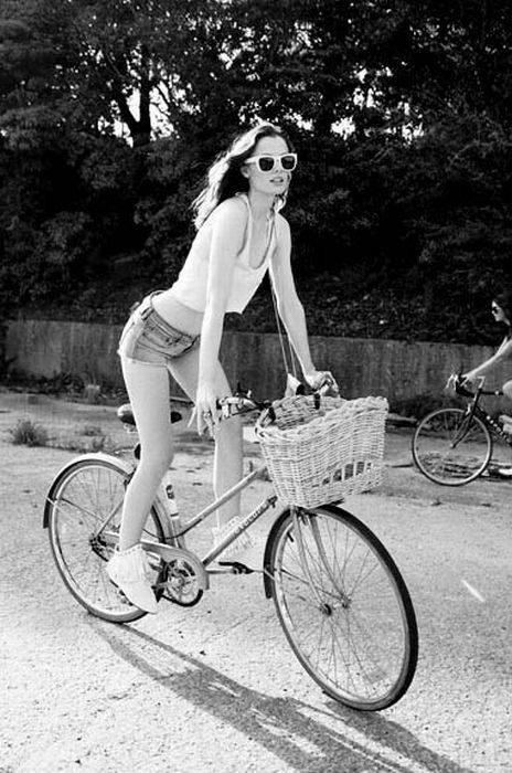 Dziewczyny na rowerach 32