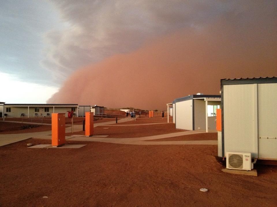 Czerwona burza piaskowa 8