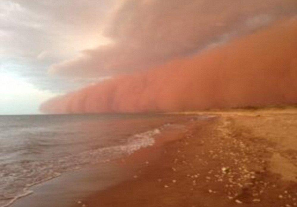 Czerwona burza piaskowa 2