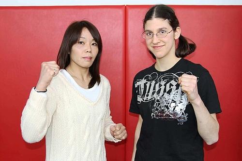 Der Co-Main Event: Takayo Hashi (l.) vs. Roxanne Modafferi (r.) (Foto: Jewels Blog JP)