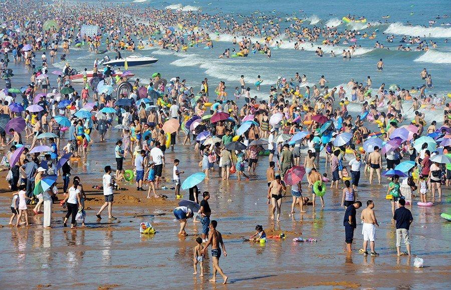 W upalny dzień na chińskiej plaży 1