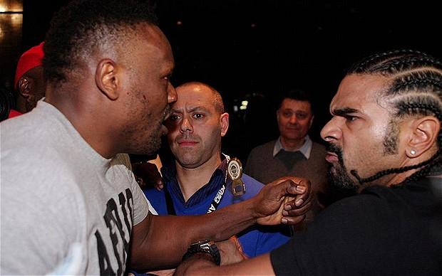 Chisora (l.) und Haye (r.) prügeln sich auf der Pressekonferenz in München. (Foto: telegraph.co.uk)