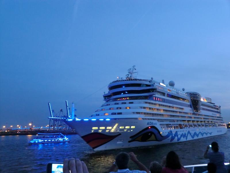 Cruise Days 2012 in Hamburg Cimg4388wok9v