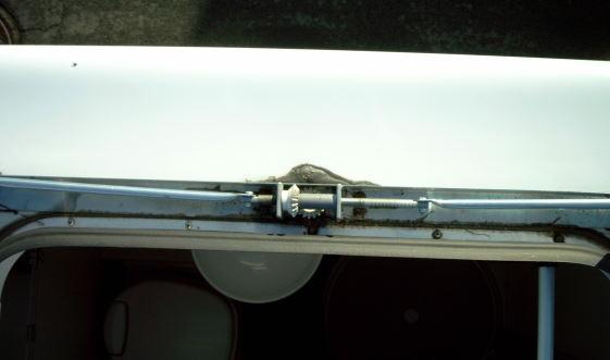 hme reisemobil forum thema anzeigen dachfenster rahmen. Black Bedroom Furniture Sets. Home Design Ideas