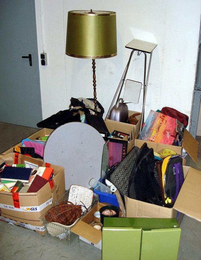 posten taschen b cher spielsachen 10 kartons 0 133 3 ebay. Black Bedroom Furniture Sets. Home Design Ideas
