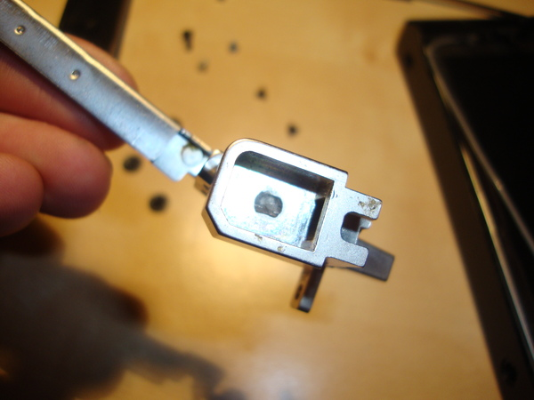 ThinkPad R60 lid hinge bolt