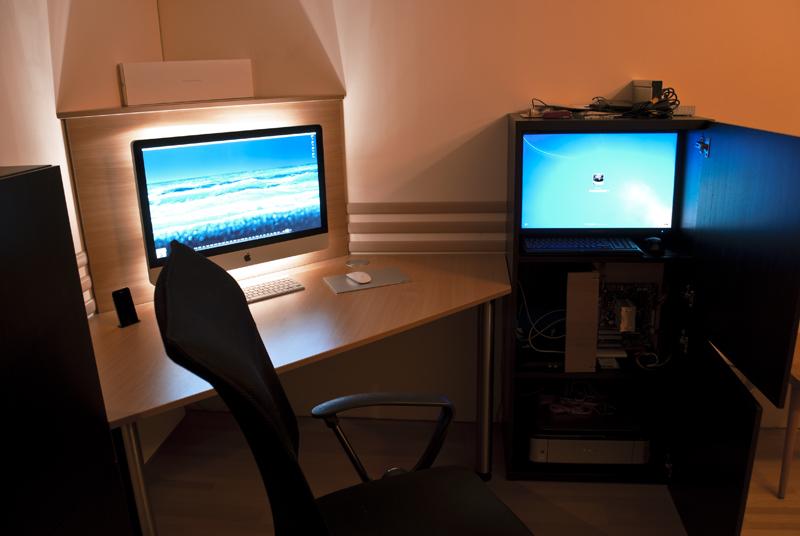 im rechten kasten ist oben ein 24er monitor fr allfllige arbeiten am server darunter mein gaming pc momentan groteils zerlegt weil ne wak reinkommt - Computertisch Fr Imac 27