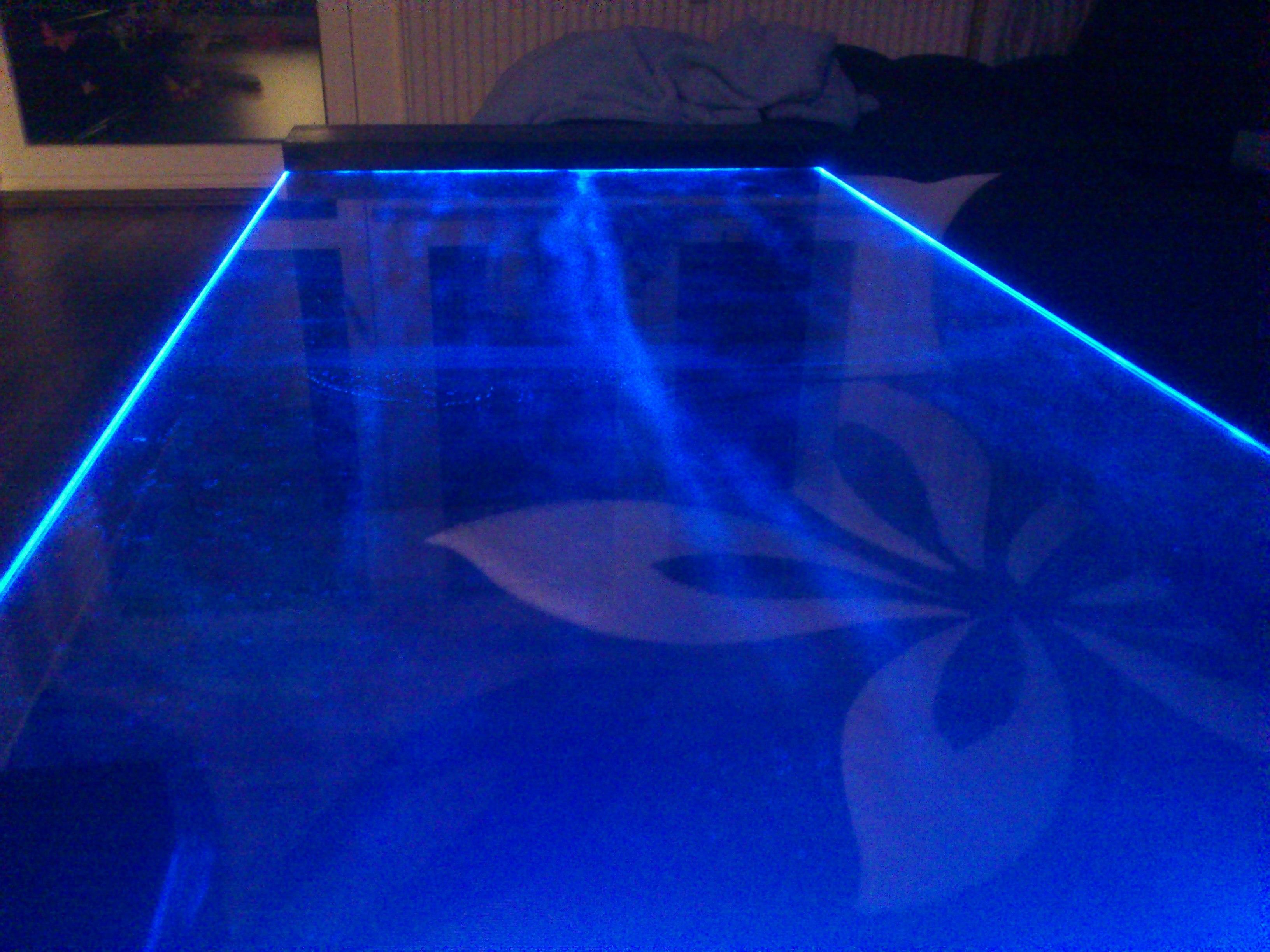 glasplatte mit led beleuchtung polieren m glich wer weiss. Black Bedroom Furniture Sets. Home Design Ideas
