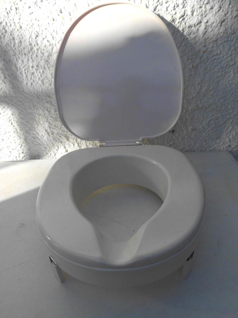 toilettensitzerh hung wc aufsatz erh hung 7cm f r pflege senioren behinderte. Black Bedroom Furniture Sets. Home Design Ideas