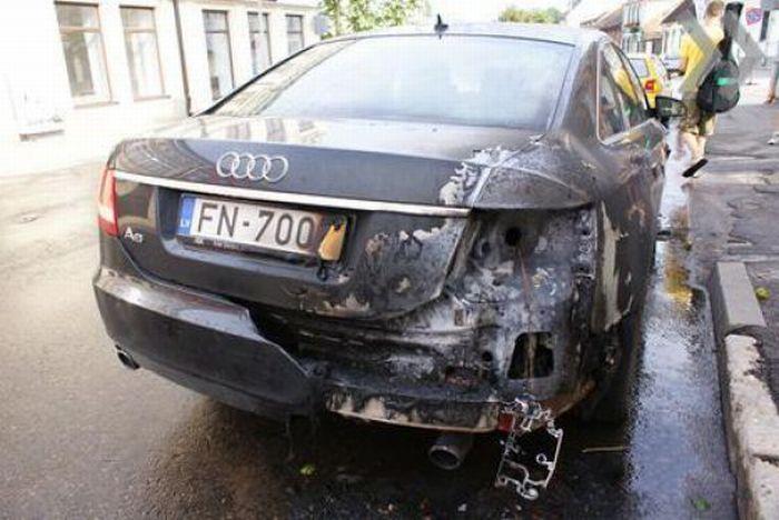 Samochód trafiony przez piorun 2