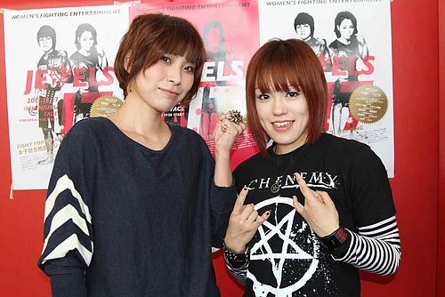 Rina Tomita (l.) vs. Emi Tomimatsu (r.) (Foto via kakutoh-blog.com)