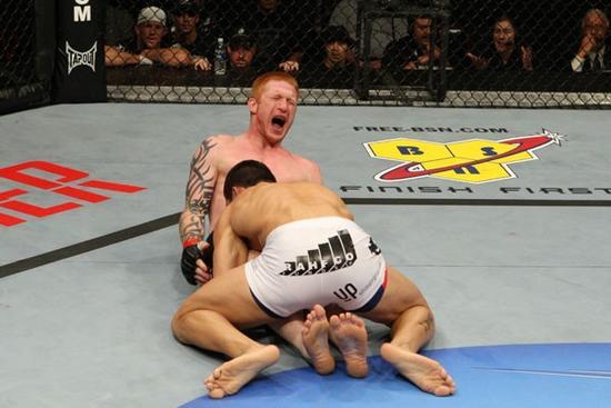 Schmerzhafter Aufschrei: Herman reißt sich beide Kreuzbänder. (Foto: UFC.com)