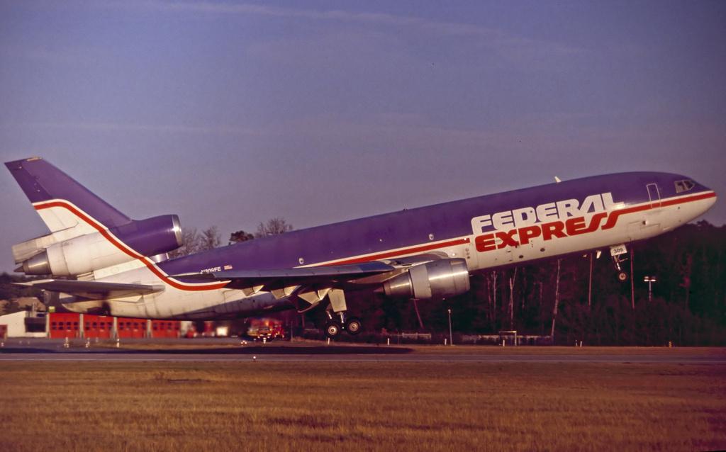 DC-10 in FRA - Page 3 Fd-dc13-n306fe-911003e8uk4