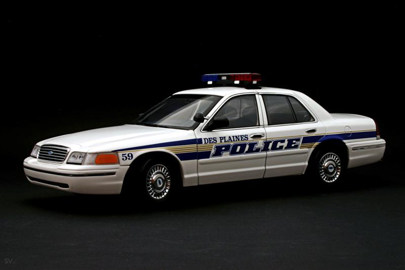 Autoart 1/18 Ford Crown Victoria Police Car Des Plaines #56 Police
