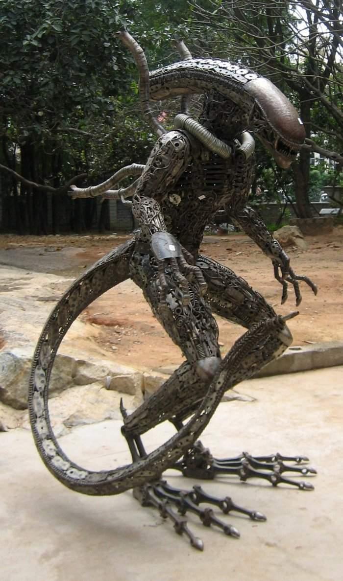 Rzeźby z części samochodowych 4
