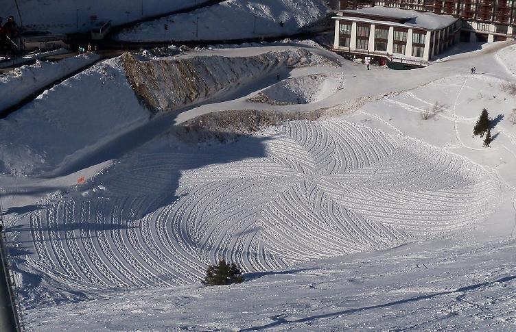 Land art na śniegu 8
