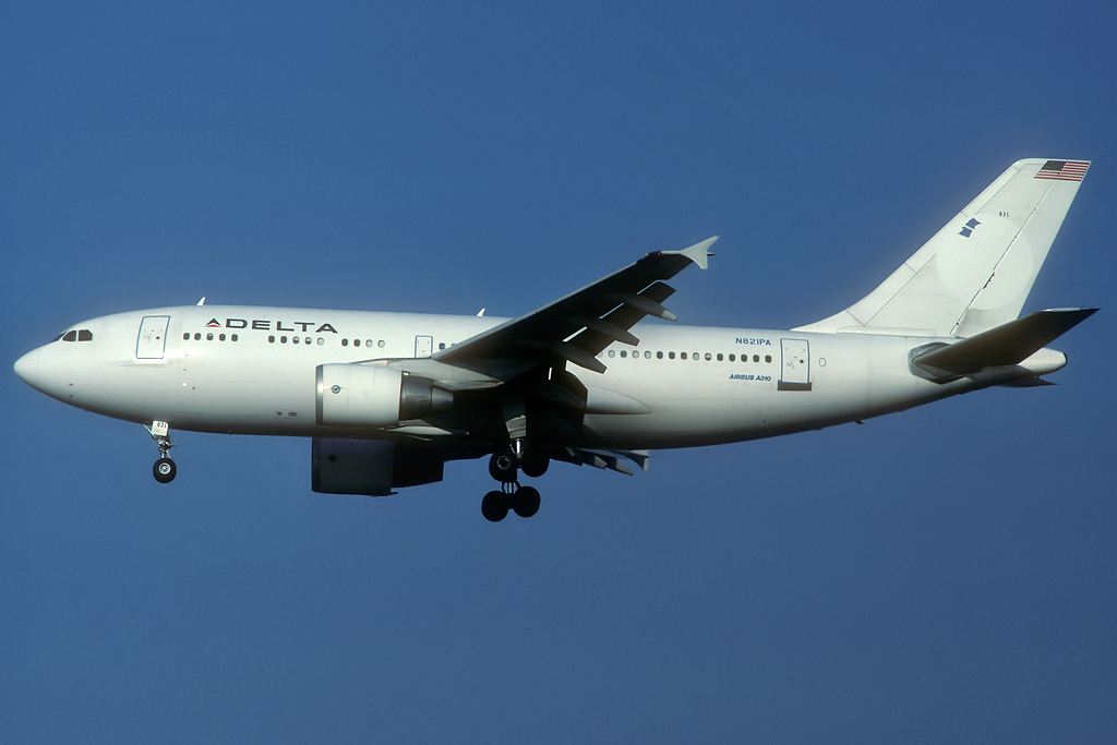A310 in FRA - Page 2 N821pa_30-11-91c7kwu