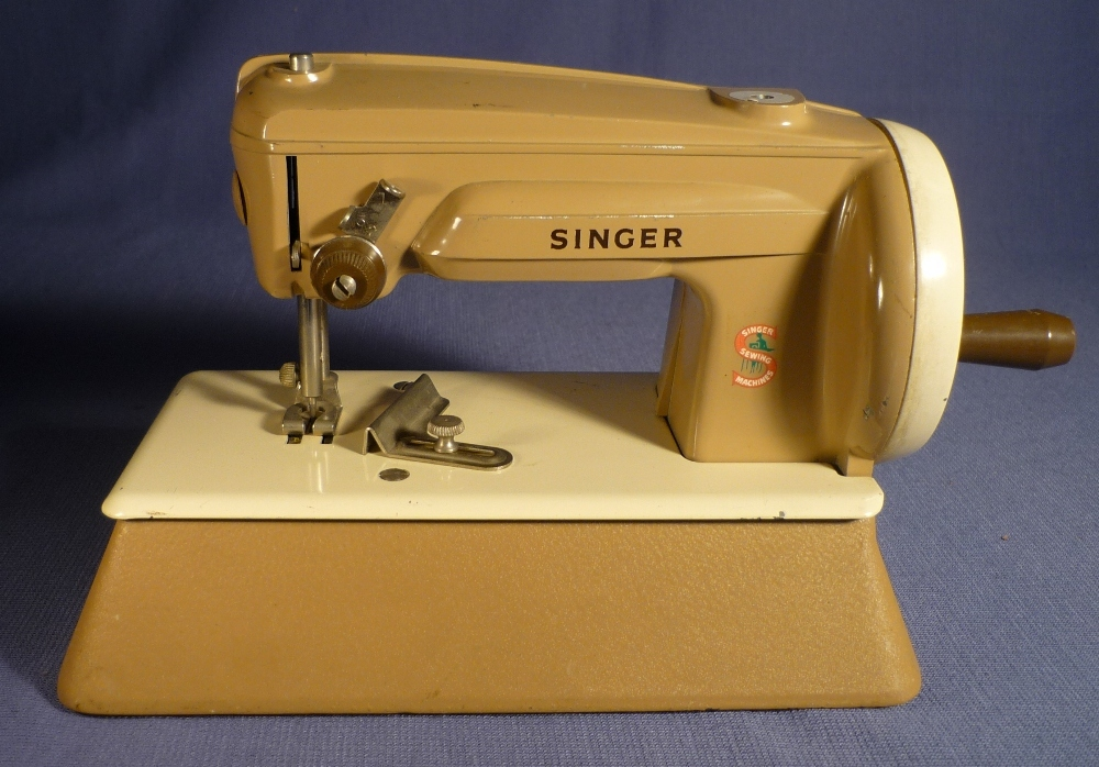 alte singer kindern hmaschine 60er jahre sewing machine kinder n hmaschine toy ebay. Black Bedroom Furniture Sets. Home Design Ideas