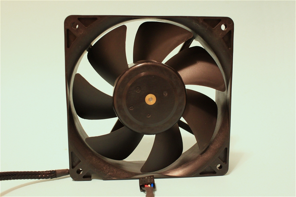 How many actually still use 38mm fans (or thicker) on a daily use ...