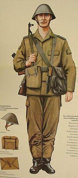Standart felddienstuniform und ausrüstung eines soldaten