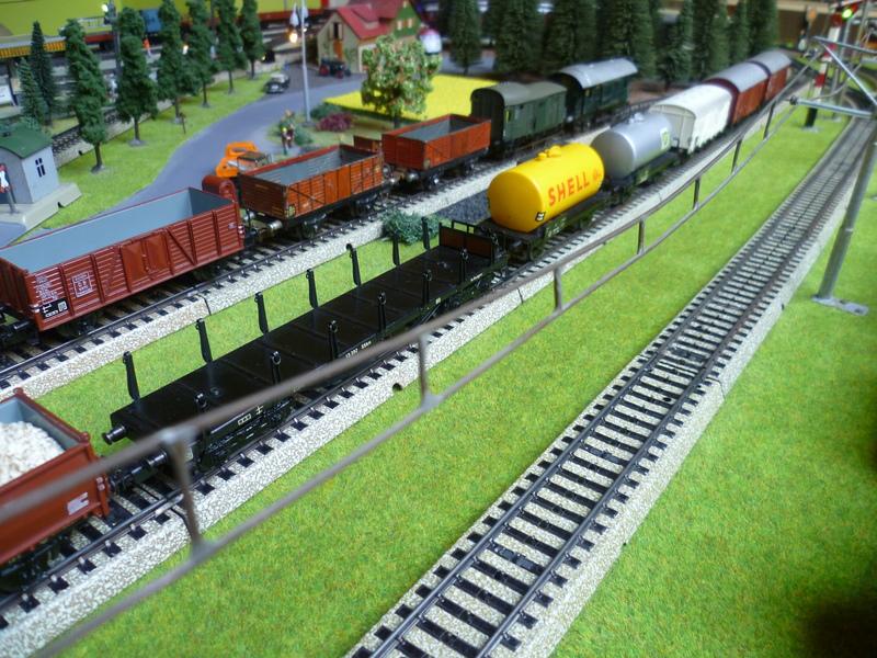 Züge die man normal aus vorbildwidrigen/Stilbruchgründen nicht fahren lässt P1010433889u