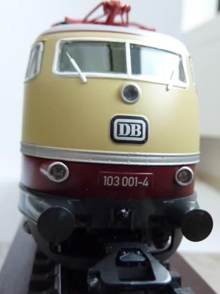 E 03 der DB (1 Lüfterreihe) P1030193ipjx