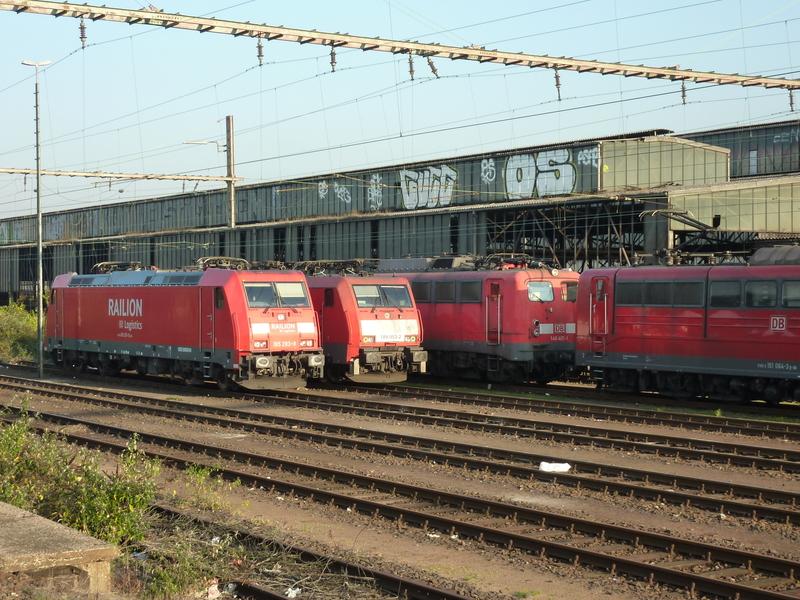 Verkehrsrote Railion Loks  P1050159kwdl8