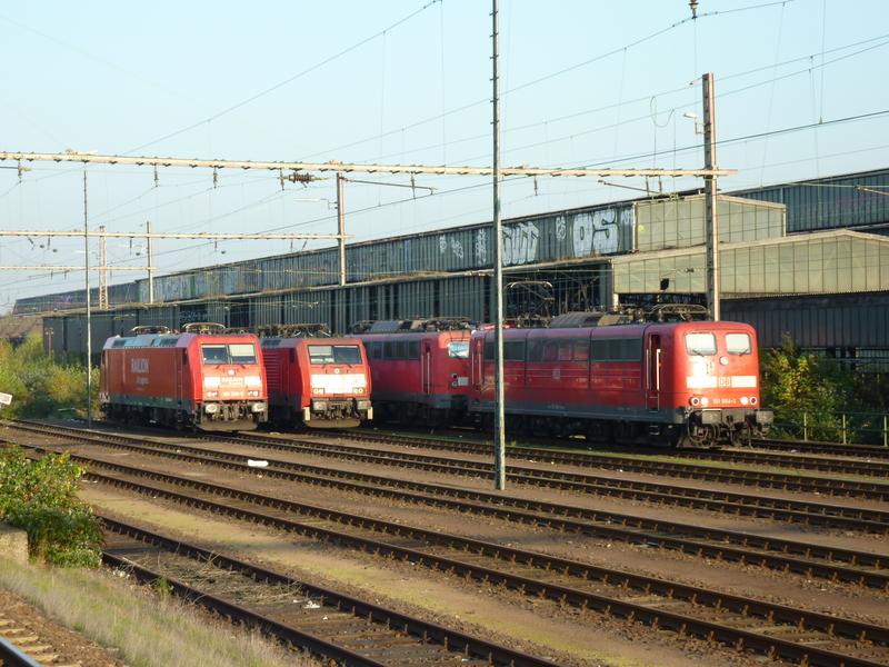 Verkehrsrote Railion Loks  P1050164i2eja