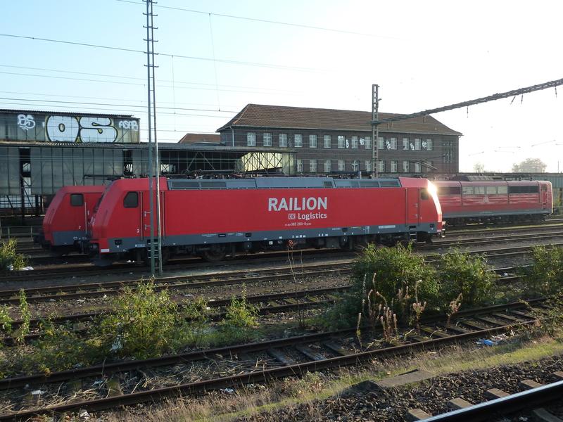 Verkehrsrote Railion Loks  P1050165jlexm