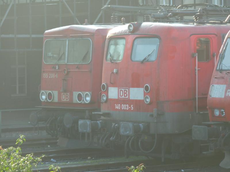 Verkehrsrote Railion Loks  P10501822pfgo