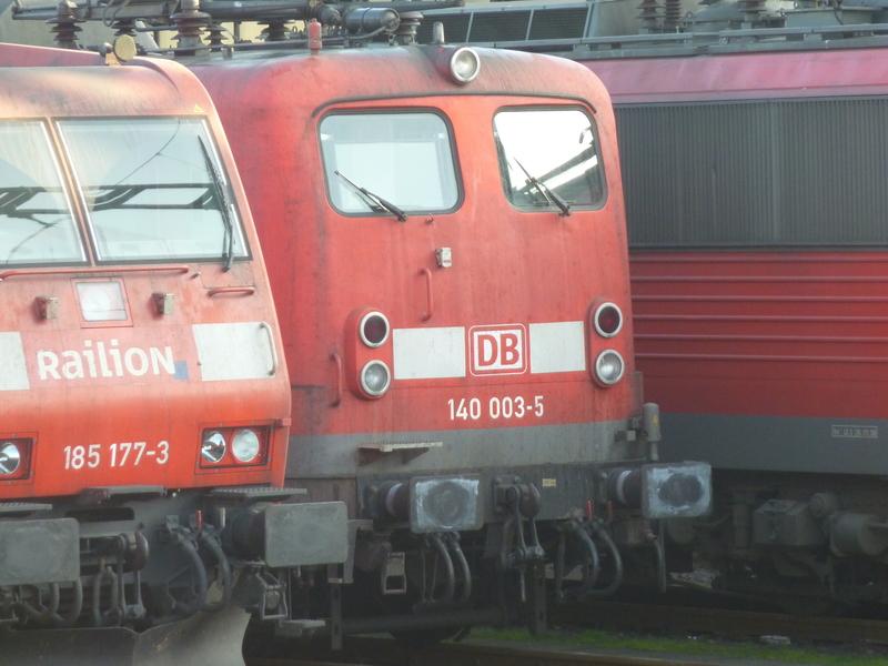 Verkehrsrote Railion Loks  P1050187g8fnz