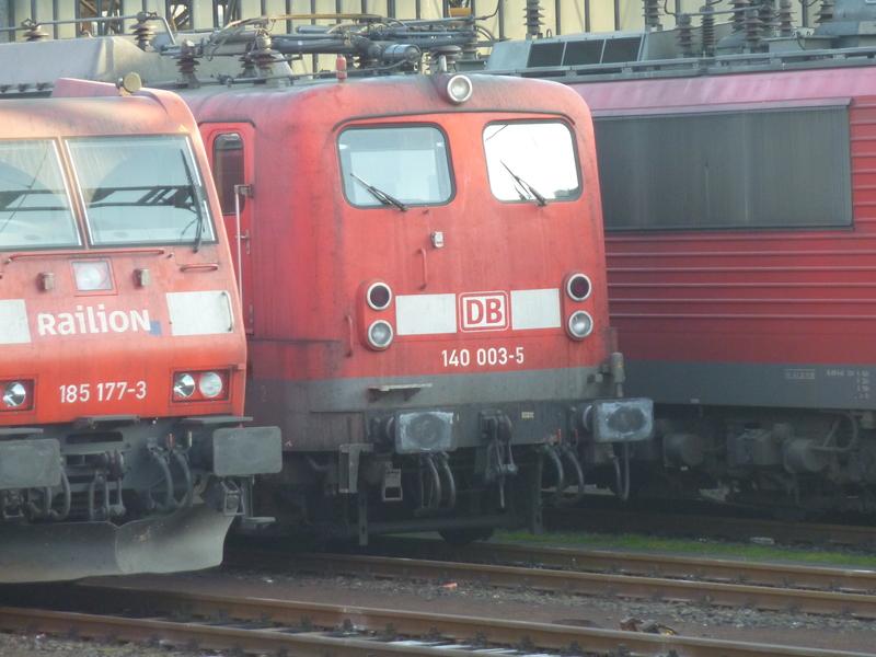 Verkehrsrote Railion Loks  P1050190ywcnr