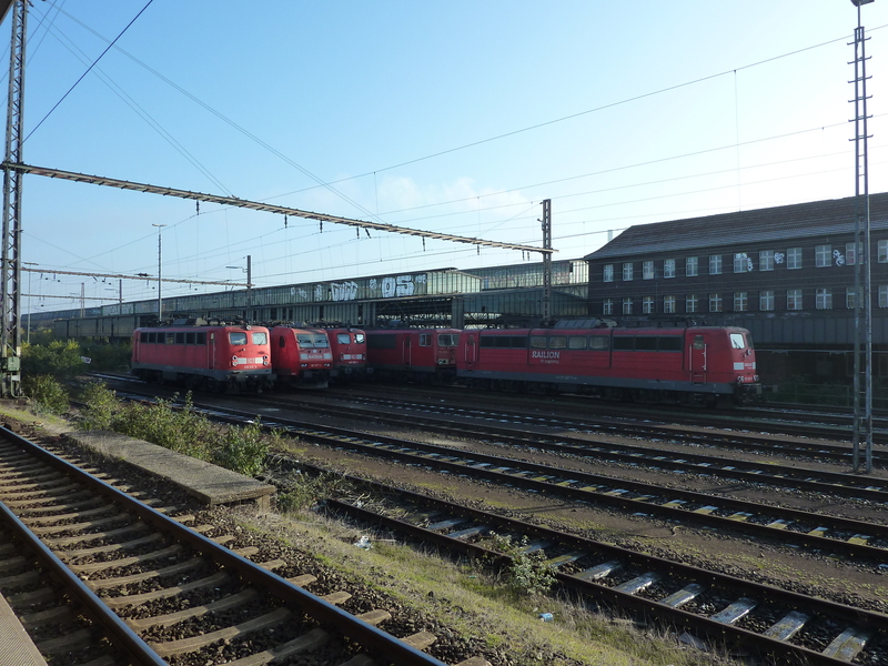Verkehrsrote Railion Loks  P1050191uoe4g