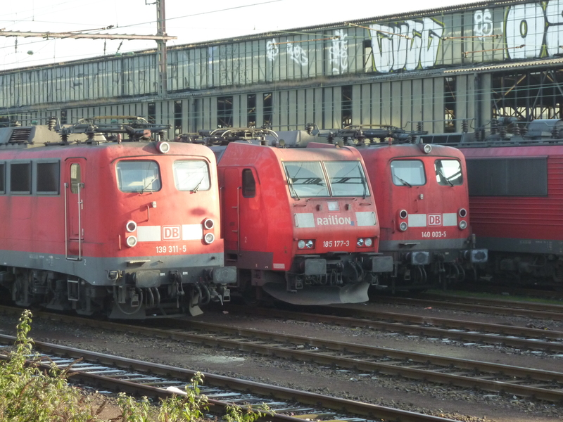 Verkehrsrote Railion Loks  P1050192g6fax