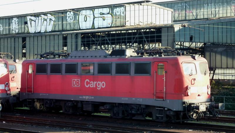 Verkehrsrote Railion Loks  P105019683udj